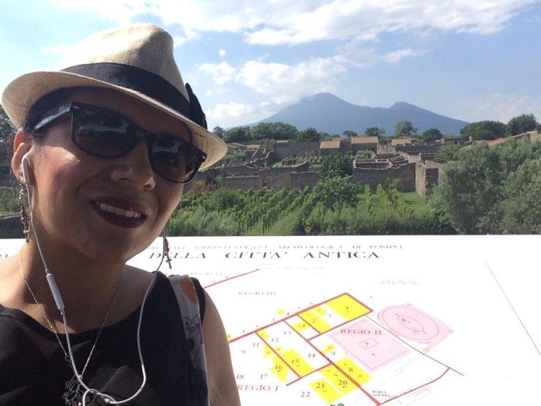 Traveling through Pompeii